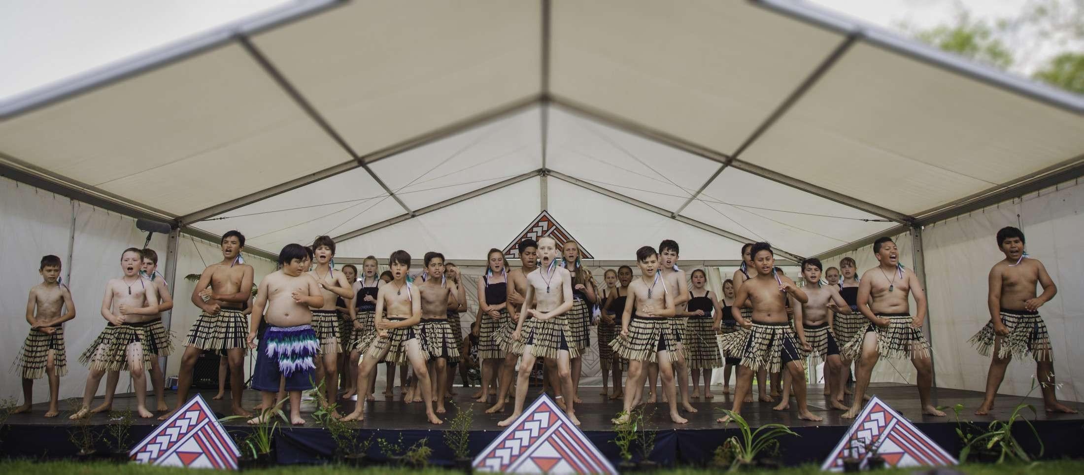 Tahatai Dance